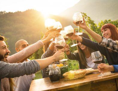 Wine Tasting friends – hero slika